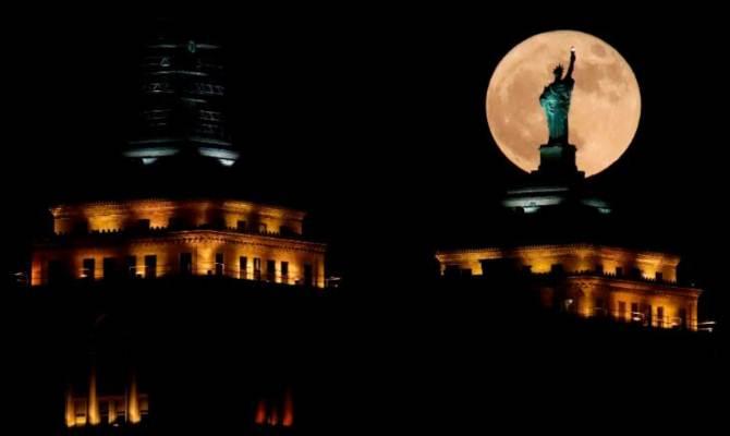 इतना बड़ा चांद देखा है कभी! कल न देख पाए हों तो अभी बाकी है ये दो मौके