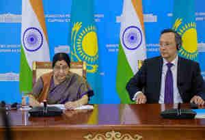 किरगिस्तान पहुंची सुषमा सुषमा, रक्षा सहयोग बढ़ाने पर दोनों देशों के बीच हुई चर्चा