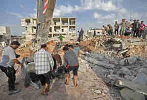 सीरिया के इडलीब में हवाई हमला, 38 लोगों की मौत