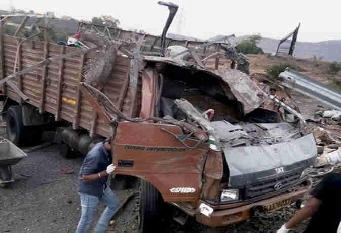 महाराष्ट्र में बड़ा ट्रक हादसा, 18 मजदूरों की मौत 14 से अधिक घायल