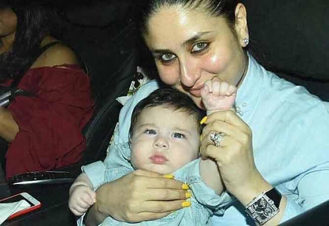 बॉलीवुड की ग्रैंड पार्टी में मां करीना की गोद में खेलते दिखे तैमूर, तस्वीरें बना देंगी दीवाना