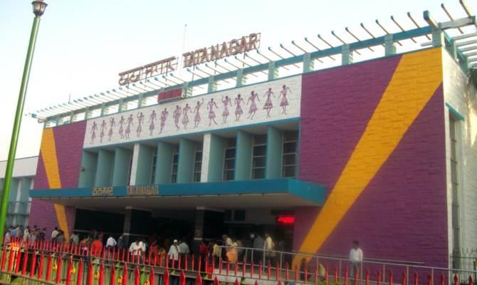 टाटानगर स्टेशन में अब पार्किग चार्ज पर भी लग गया GST