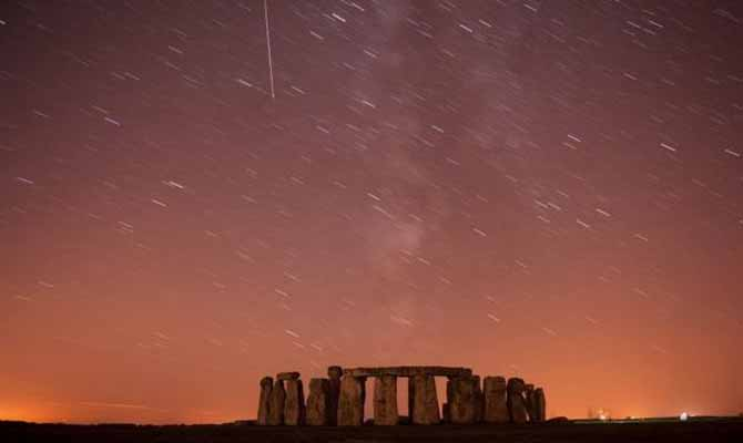 ये मौका आसमान में टूटते तारों की आतिशबाजी देखने का है