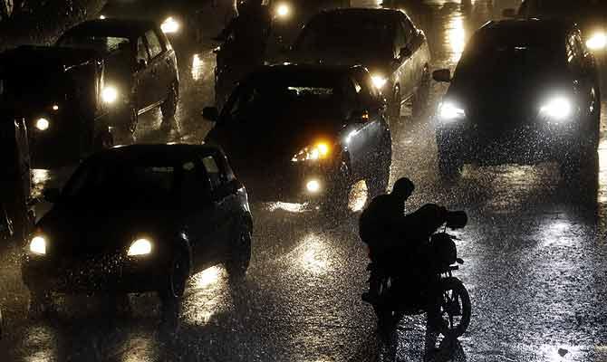 घर से निकलें तो रहें एलर्ट, अगले 3 दिन आधा भारत रहेगा बारिश की गिरफ्त में
