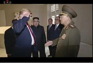 उत्तर कोरिया के जनरल को ट्रंप ने किया सैल्यूट, जानें क्यों
