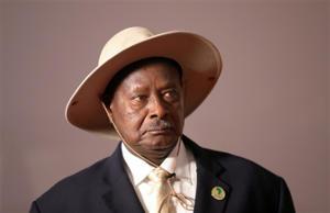 युगांडा में राष्ट्रपति पर सांसद कर रहे थे पथराव, पुलिस ने धर दबोचा