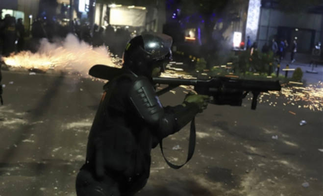 इंडोनेशिया में चुनाव परिणाम के बाद भारी हिंसा,अब तक छह लोगों की मौत,पुलिस के साथ भिड़े प्रदर्शनकारी