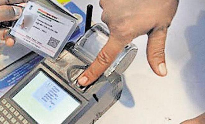 आधार कार्ड लिंक कराने के नाम पर निजी जानकारी बैंक कर रहे लीक,ऐसे करें चेक