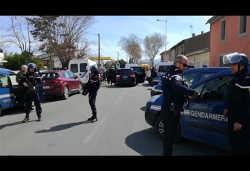 फ्रांस में गोलीबारी के बाद आतंकी ने बनाया लोगों को बंधक, तीन की मौत एक पुलिसकर्मी घायल