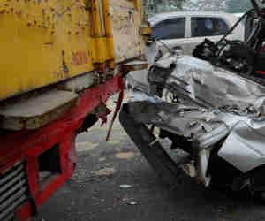 सड़क हादसे में छह श्रद्धालुओं की मौत, मृतकों में पांच एक ही परिवार के सदस्य