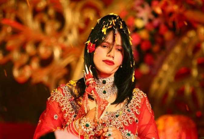 जानें किसकी हैं राधे मां और किसके हैं ओशो, बॉलीवुड सितारों के धर्म गुरु