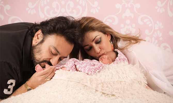 अदनान सामी के 'दुबलेपन' से ज्यादा उनकी बेटी की ये तस्वीरें हो रहीं वायरल! क्या है खास
