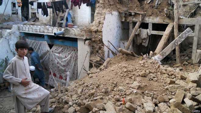 भूकंपः कई इलाक़ों तक पहुंचना अभी मुश्किल