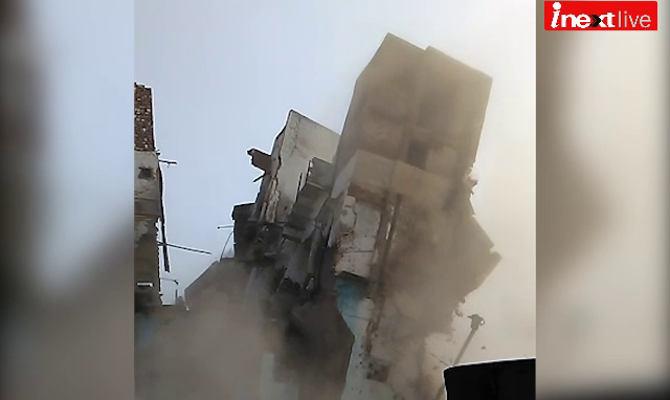 ताज नगरी में भरभरा कर गिरा 3 मंजिला मकान, चूहों पर लग रहा है इल्जाम, वीडियो में देखें हकीकत!