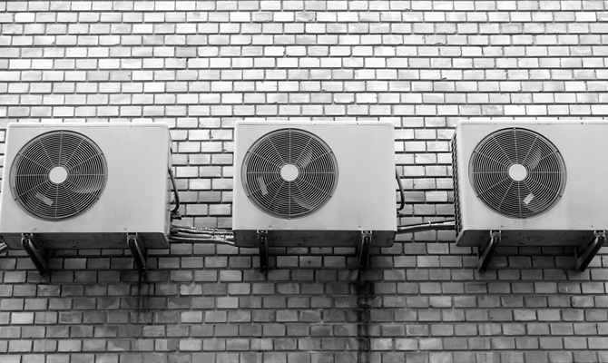 एसी में वैक्यूम किए बगैर गैस भरना खतरनाक, ऐसे रखिए अपने AC का खयाल
