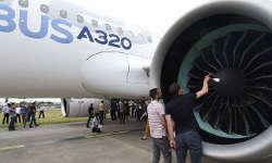 डीजीसीए ने 11 विमानों की उड़ान रोकी, इंडिगो और गो एयर की फ्लाइट प्रभावित