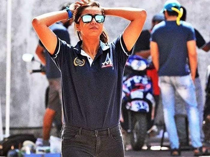 देखें तस्वीरें : हड्डी टूटने के एक हफ्ते बाद लौटी ट्रैक पर,अब जीता बाइक रेसिंग का विश्व खिताब