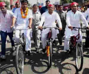 साइकिल यात्रा : अखिलेश ने बीजेपी की आयुष्मान भारत योजना के लिए कही ये बड़ी बात