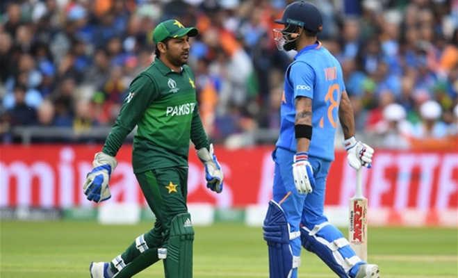 हार से बौखलाए शोएब अख्तर ने सरफराज को कहा ब्रेनलेस,माना पाकिस्तान है चेज में फिसड्डी