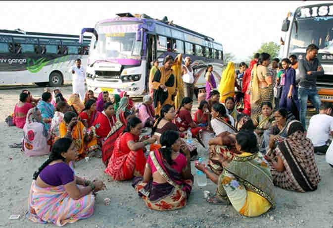 जम्मू कश्मीर में बुरहान वानी की दूसरी बरसी व तीन लोगों की मौत से तनाव का माहौल, रोकी गर्इ अमरनाथ यात्रा
