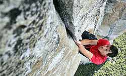 ये लड़का तो बाहुबली का भी उस्ताद है, बुर्ज खलीफा से ऊँचे पहाड़ पर चढ़ता है बिना किसी सहारे के!