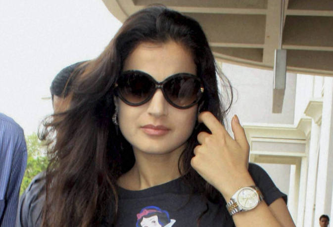 Ameesha Patel Accused Of Rs 2 Crore Fraud- Inext Live