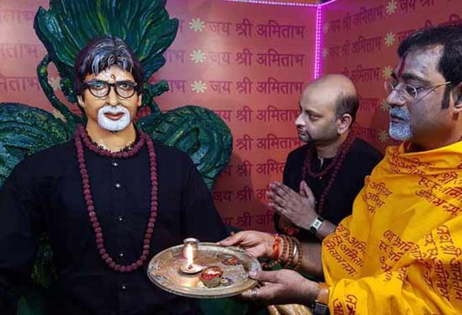 कोलकाता के मंदिर में अमिताभ की सरकार 3 वाली प्रतिमा, देखें जानी-मानी हस्तियों के मंदिर