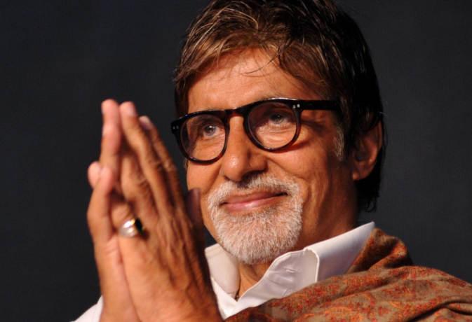 अमिताभ बच्चन ने फिल्म '102 नॉट आउट' के लिए थियेटर मालिकों से हाथ जोड़कर की ये गुजारिश
