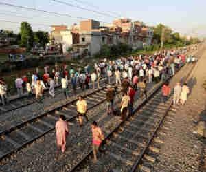 #AmritsarTrainAccident के 12 घंटे बाद दुर्घटना स्थल की तस्वीरें