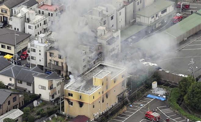 जापान के एनीमेशन स्टूडियो में पेट्रोल छिड़ककर लगाई गई आग,23 लोगों की मौत और दर्जनों घायल