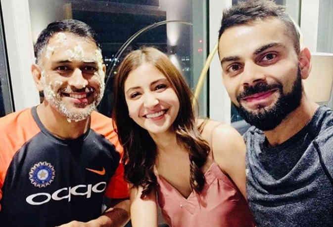 अनुष्का शर्मा शामिल हुईं टीम इंडिया में, फैंस पूछ रहे क्या अगला मैच खेलेंगी?