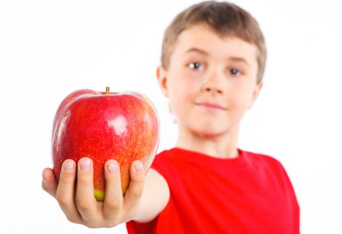सेब के बीज में होता है खतरनाक साइनाइड, इन फल-सब्जियों को भी खाते समय रहें सावधान