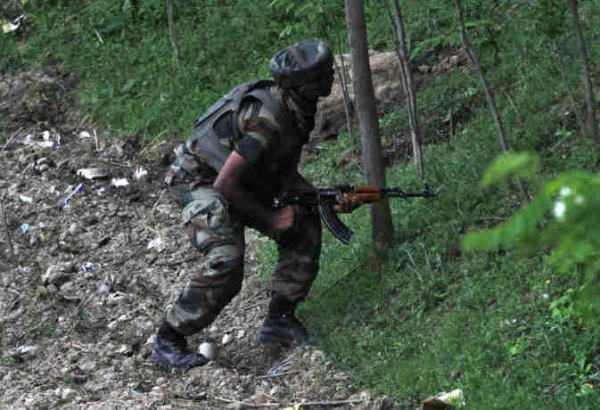 जम्मू-कश्मीर :  शोपियां में पांच आतंकी ढेर, सुरक्षाबलों व आतंकियों में जारी है मुठभेड़