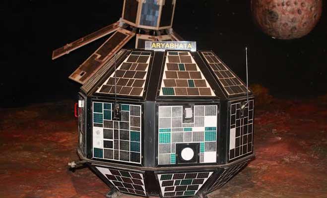 आर्यभट्ट के साथ भारत ने आज के दिन रचा था इतिहास,जानें अंतरिक्ष में भारत की उपलब्धियां
