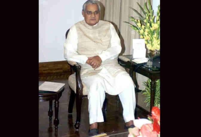 टाइमलाइन : पत्रकार से लेकर भारत के प्रधानमंत्री बनने तक का अटल बिहारी वाजपेयी का सफर