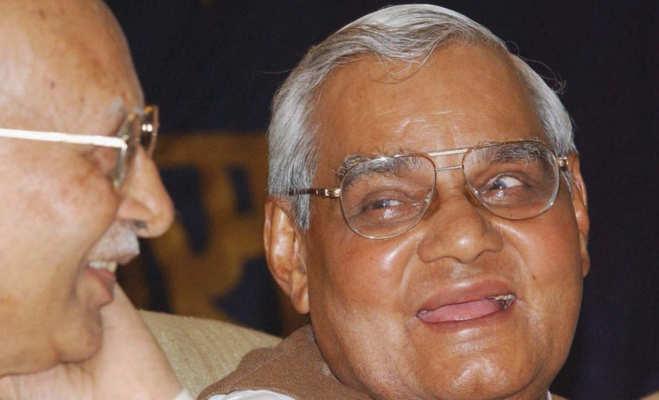 कानपुर में एक ही क्लास में पढ़ा करते थे अटल बिहारी वाजपेयी व उनके पिता