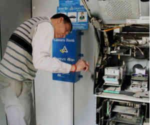 ATM से पैसा निकालना हो सकता है महंगा, CATMI ने लगार्इ RBI से गुहार