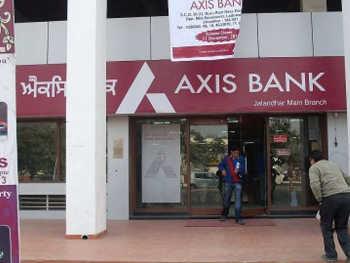 COVID-19: एक्सिस बैंक ने लोन पर 3 महीने के लिए ईएमआई टाला