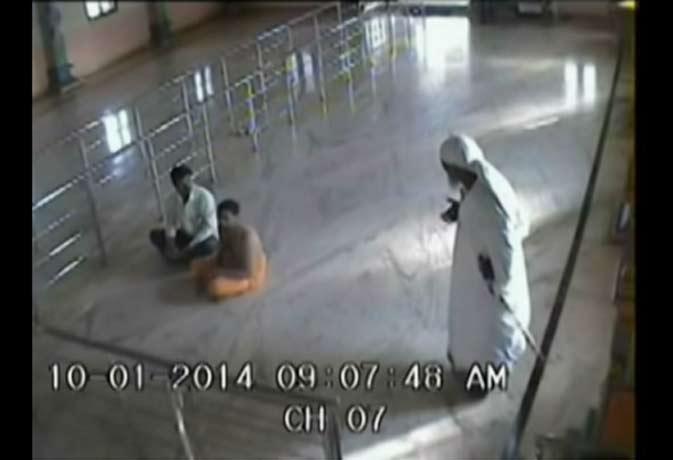 सीसीटीवी कैमरे में दिखे शिरडी के साईबाबा, यूट्यूब पर लोगों का ऐसा था रिएक्शन