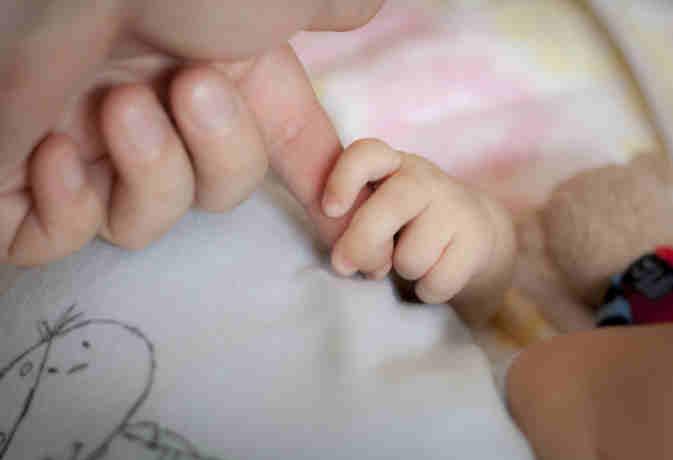 तीसरे बच्चे को जन्म देने का है प्लान तो न हों परेशान, हार्इ कोर्ट ने दी ये बड़ी राहत