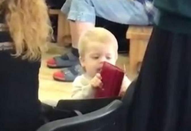 मासूम पॉकेटमार! जब इस दुधमुंहे बच्चे ने उड़ा लिया एक महिला का पर्स