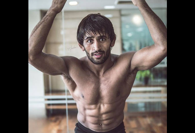 एशियन गेम्स में पहला गोल्ड जीतने वाले बजरंग की बॉडी देख सलमान खान को भूल जाएंगे