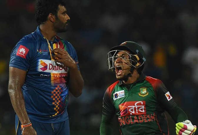 जीत से बेकाबू हुए बांग्लादेशी खिलाड़ियों ने पहले किया डांस फिर लड़ाई, आखिर में तोड़ दिया शीशा