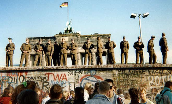 जब 10 फुट ऊंची और 96 मील लंबी दीवार गिराकर एक हो गए दो देश