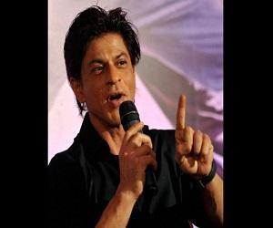 जानें किसने शाहरुख से कहा, अपना ड्रेसिंग सेंस ठीक करो गुरु