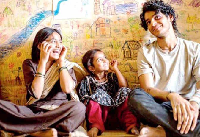 फिल्म रिव्यू : इसलिए देख सकते हैं ईशान खट्टर की फिल्म 'बियॉन्ड द क्लाउड्स'