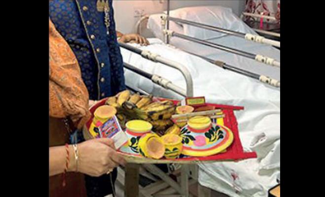 बीमार मां की ख्वाहिश पूरी करने को बेटे ने लैपटॉप पर भरी दुल्हन की मांग,कोलकाता का एक अस्पताल बना मंडप