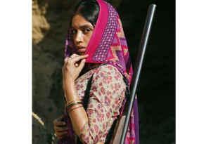 बॉलीवुड हलचल : चंकी पांडेय की बेटी अनन्या का हुआ कार ऐक्सिडेंट, भूमि पेडनेकर बनना चाहती हैं डकैत