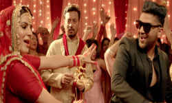 रिलीज हुआ 'ब्लैकमेल' का नया गाना , इरफान खान की 'पटोला' संग थिरकते दिखेगें गुरु रंधावा