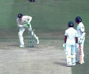 नहीं देखा होगा ऐसा रन आउट, चौका समझ बल्लेबाज ने छोड़ी क्रीज और गंवा बैठा विकेट